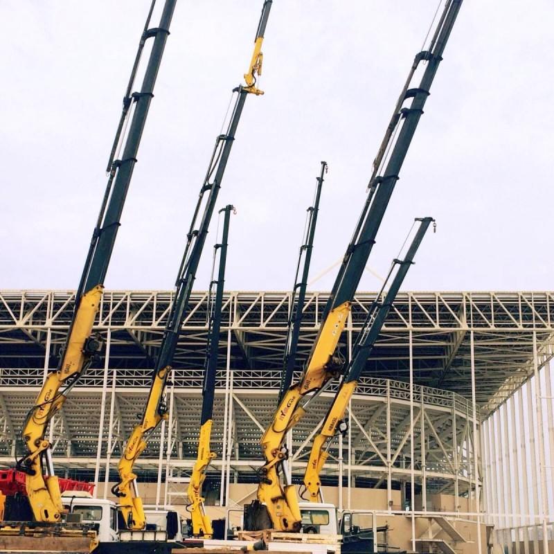 Краны манипуляторы на строительстве Олимпийского парка в Рио-де-Жанейро.