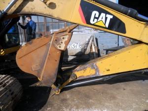 Ремонт и восстановление гнутой стрелы экскаватора Caterpillar